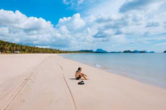 海岛海滩碧海蓝天图片