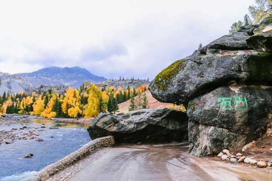 新疆可可托海自然风光高清图片