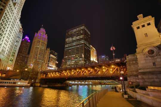 美国芝加哥河夜景图片