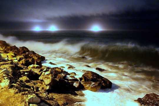 沙滩夜幕图片