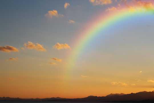 好看的彩虹图片