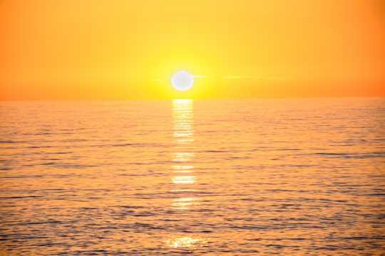 海上落日黄色图片