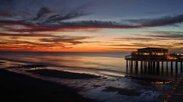 海滨残阳火烧云风光图片