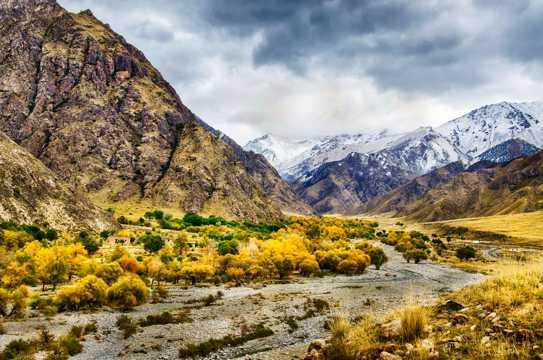 山里的秋色景物图片