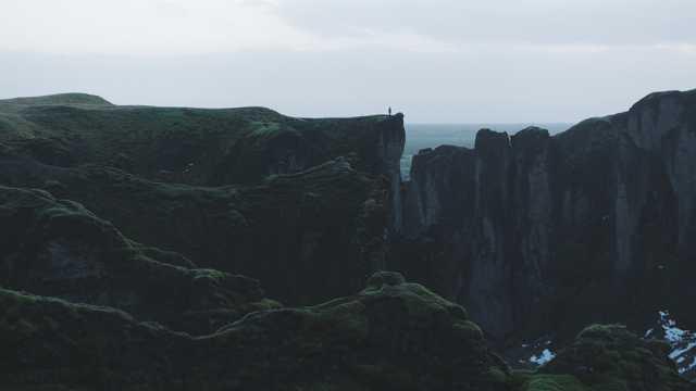 危急的悬崖图片