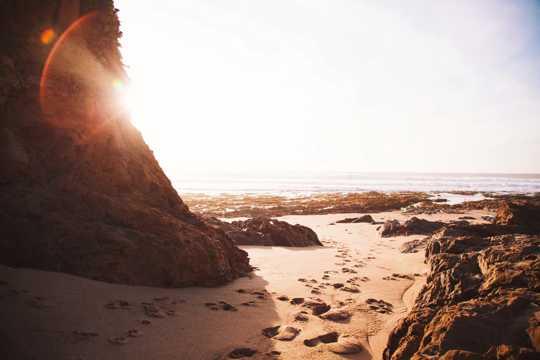 海滩岩石图片