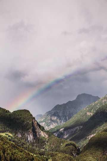 山间彩虹景致图片