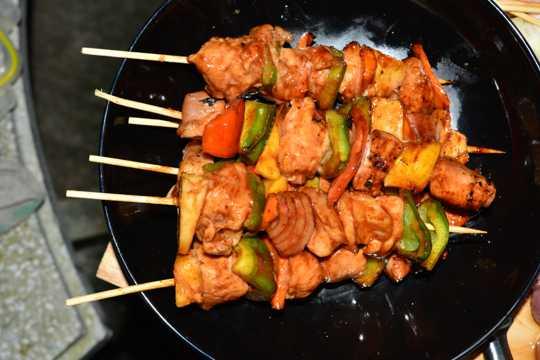 鲜嫩美食烤肉串图片