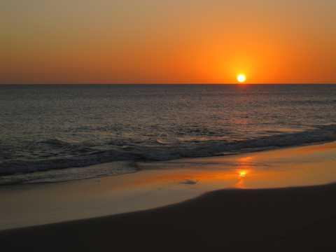 沙滩暮色夕照景观图片