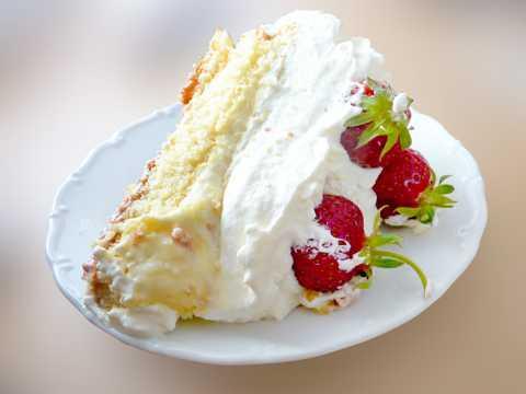 切块草莓蛋糕图片