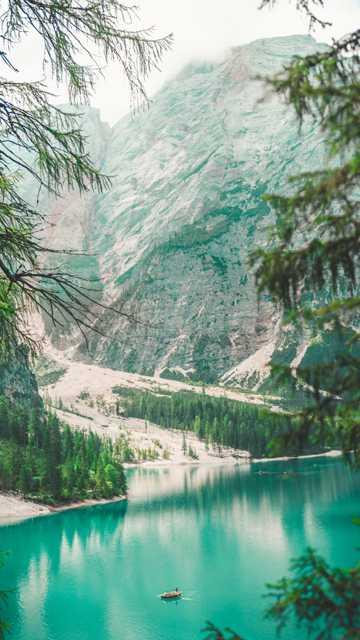 唯美绿色山川图片
