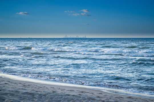 漂亮蓝色海洋图片