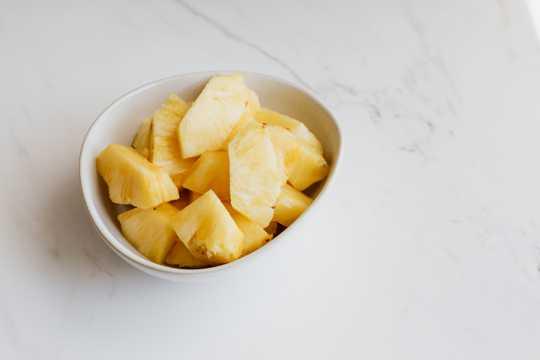 一碗菠萝片图片
