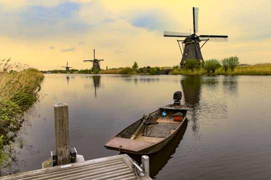 荷兰风车村景象图片