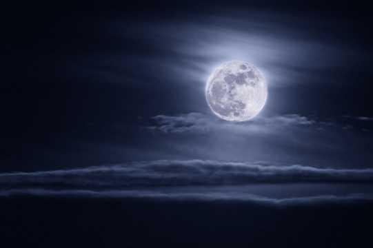 月亮夜景图片