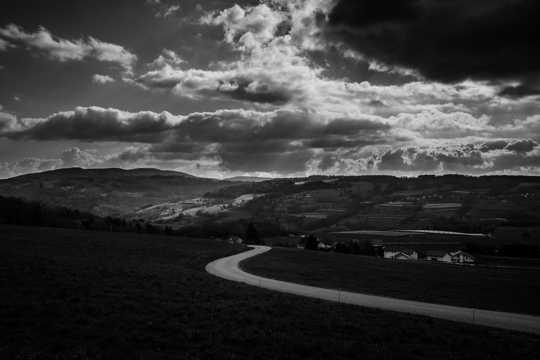 乡村黑白风光图片