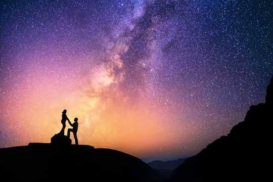 唯美的高山夜空图片