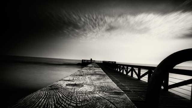 黑白海岸光景图片
