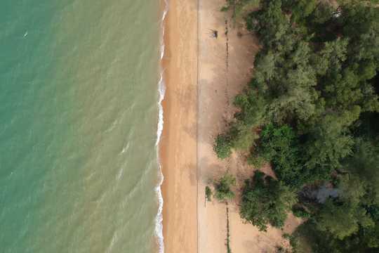 航拍沙滩图片