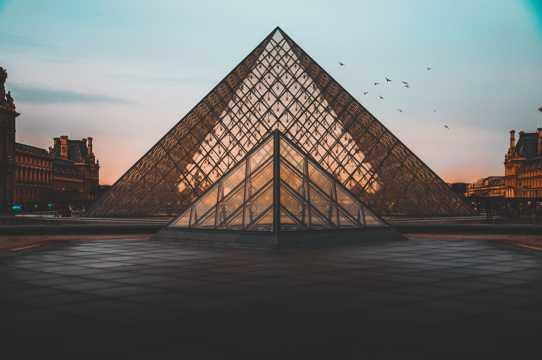 法国巴黎罗浮宫图片