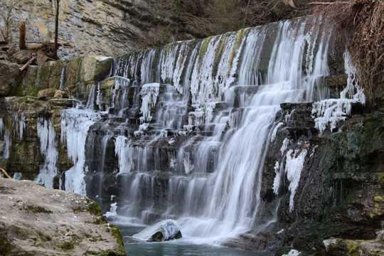 石头瀑布景观图片
