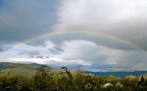 乡村雨后彩虹图片