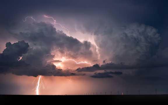 雷电交加景致图片