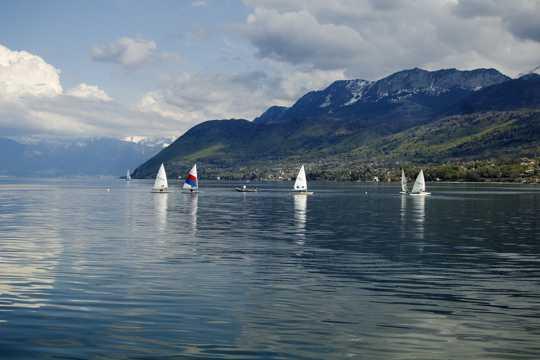 景物优雅的瑞士日内瓦湖景物图片