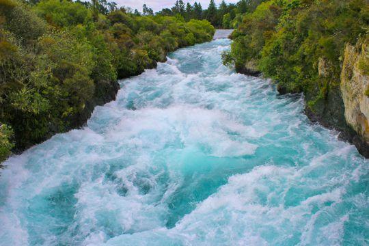新西兰陶波湖自然景象图片