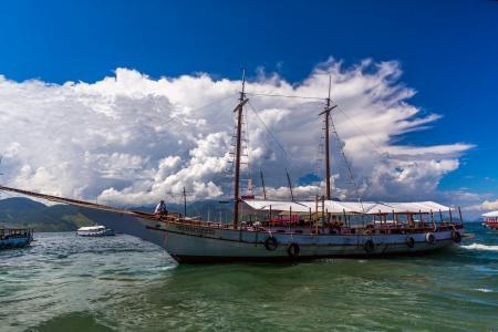 船,船,船,云,海,人
