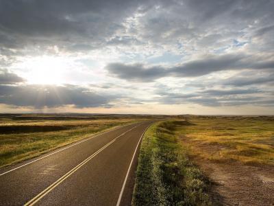草原上的路,阳光,云彩,荒凉