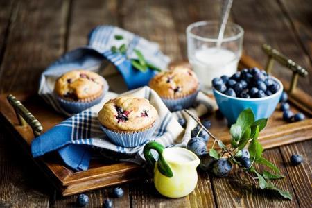 松饼,蓝莓,奶油,毛巾,奶昔。