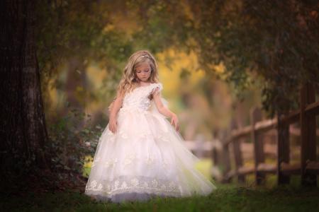 桑德拉比安科,孩子,女孩,金发,小,子,服饰,装束,自然,夏天,树,分行,叶子,围栏