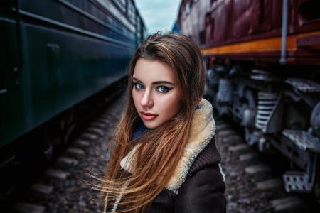 女孩,看,机车车辆,内燃机车