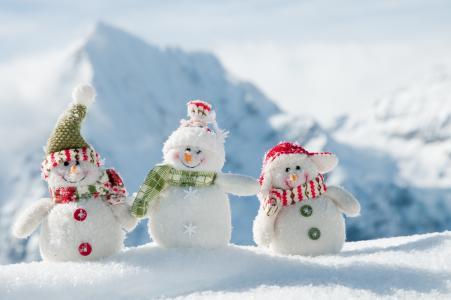 山,三个雪人