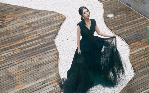 邓恩熙成熟性感黑裙个人写真