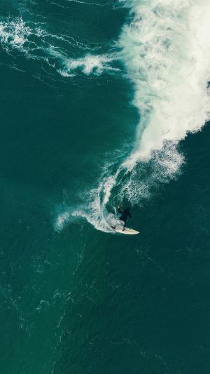 夏日海上冲浪