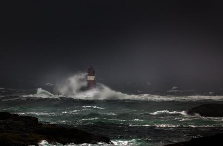 海洋,灯塔,风暴,旋风,波浪,阴天,美丽,岩石,石头,黑暗的背景
