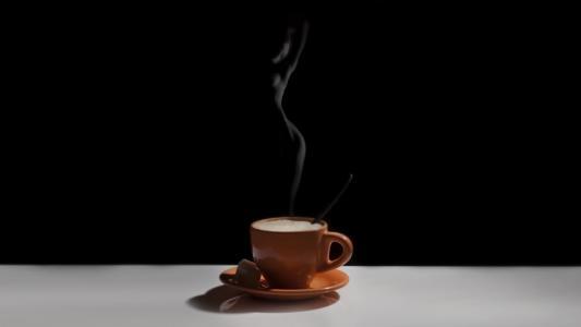 杯子,飞碟,咖啡,黑色的背景