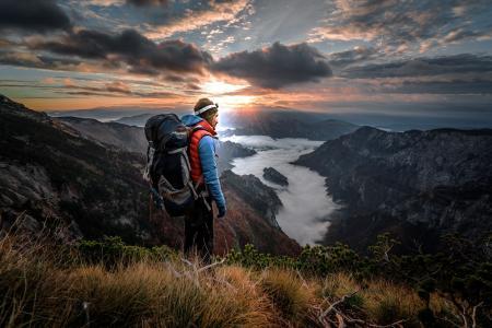 阿德南Bubalo,自然,山,景观,草,雾,天空,云,光线,男子,旅游