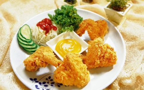 炸鱼,蔬菜,草药,酱油
