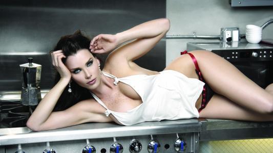 Gabriela Vergara,布鲁内特,女孩,美容,耳环,厨房