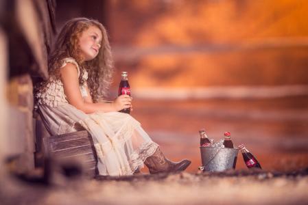 孩子,女孩,金发,礼服,靴子,瓶子,可口可乐,水桶