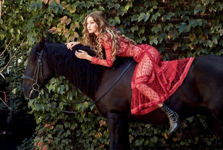 女孩,金发女郎,叶子,模型,马,红色礼服,hygi哈德,马,女孩,金发女郎,叶子,模型,红色礼服,gigi hadid
