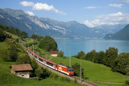 火车,山列车线,湖,村