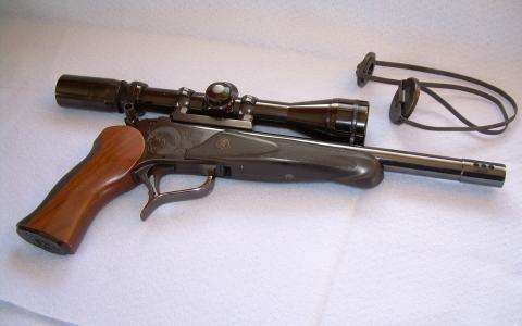带有头顶瞄准器的手枪,木柄,镂空触发器