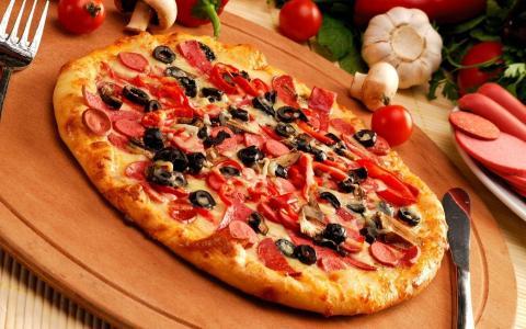 玉米,披萨,奶酪,大蒜,香肠,胡椒,橄榄