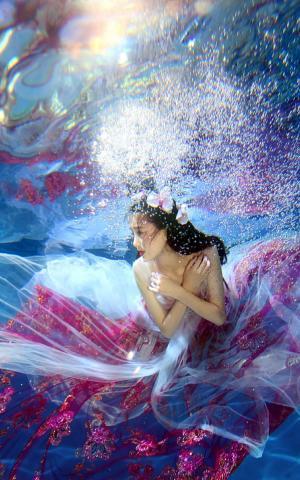 罗秋韵水中唯美动人性感写真