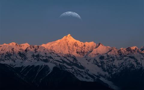 梅里雪山的落日美景