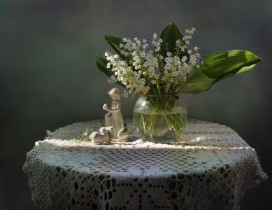 桌子,餐巾,花瓶,鲜花,铃兰,雕像,雕像,女孩,野兔